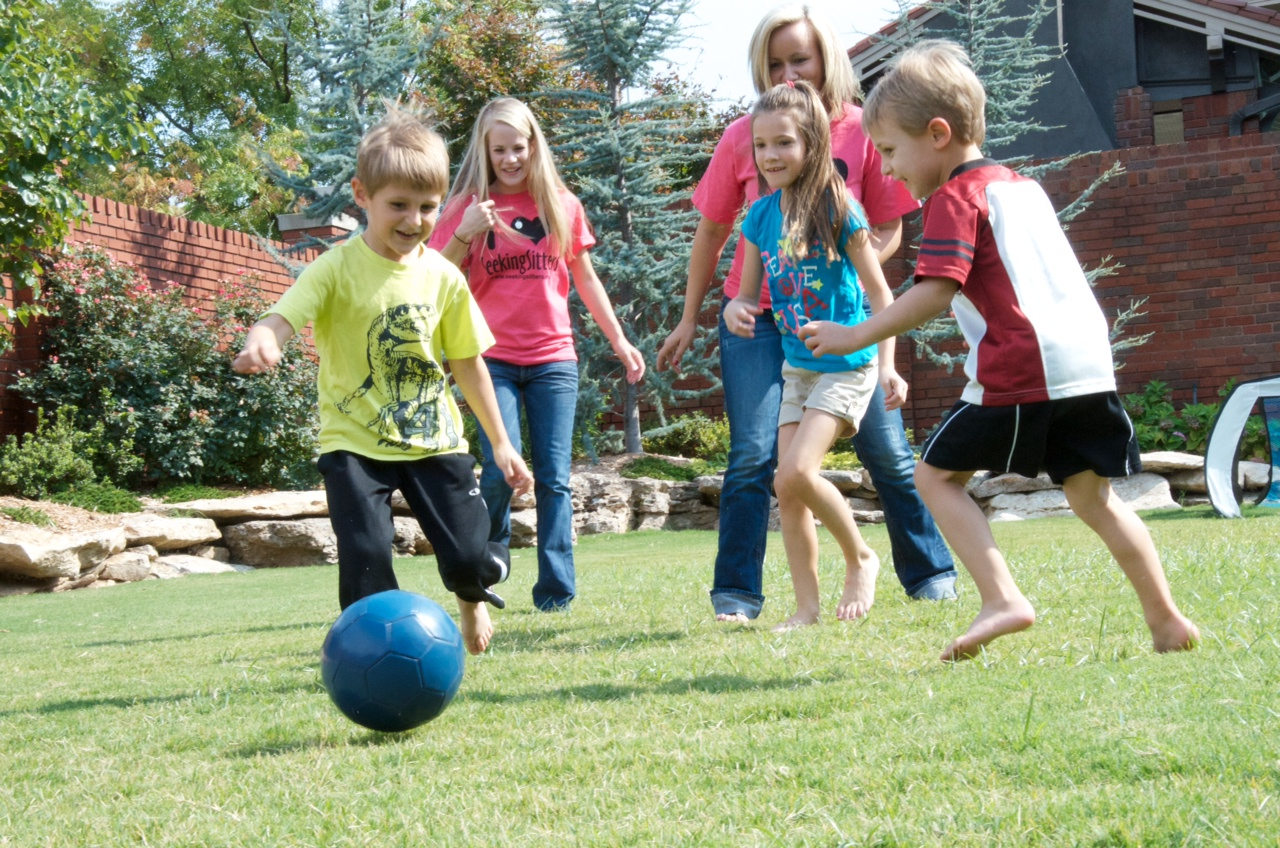 outdoor activity Outdoor activities top 10 wintertime neighborhood games  looking for some fun outdoor games to play at your next barbecue or family party good ol' fashioned .
